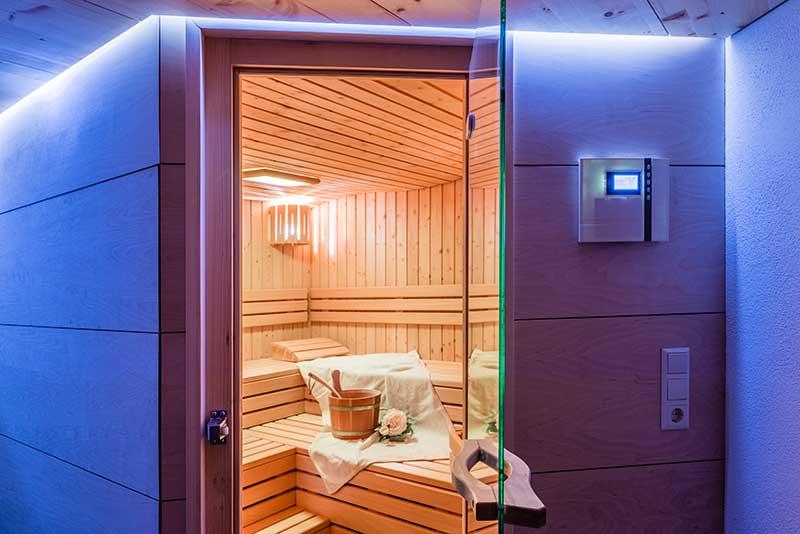 Zimmerei Hasenfratz - Referenzen - Sauna mit Wellendach