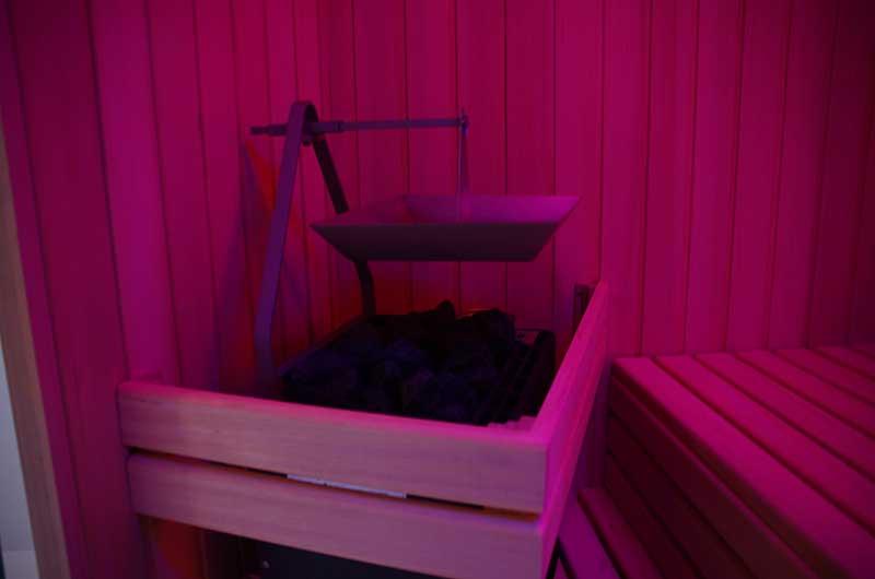 Zimmerei Hasenfratz - Referenzen - Bio-Sauna mit Farblichtgerät
