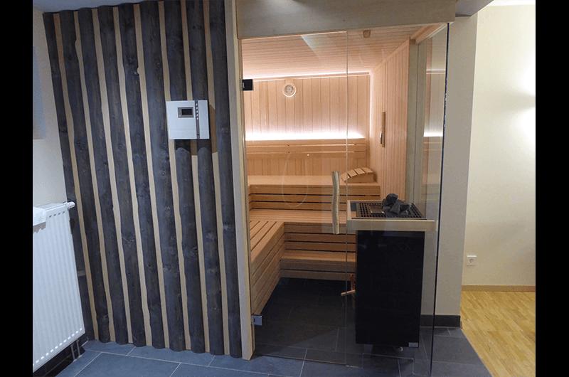 Sauna in Weißtanne und Waldkantenbrettern